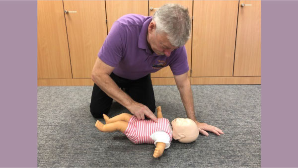 trainer-performing-chest-compressions-on-baby-600.jpg